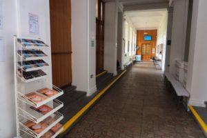 Pohled do vstupních prostor školy v prvním patře budovy