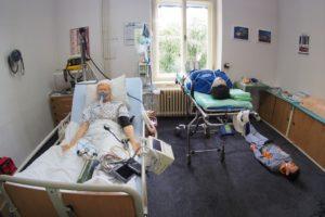 Odborná učebna urgentní medicíny s celotělovými elektronickými pacientskými a resuscitačními modely